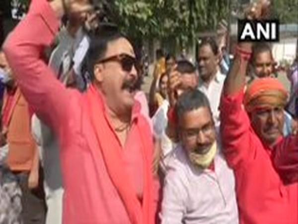 With NDA leading in Bihar, BJP supporters start celebration